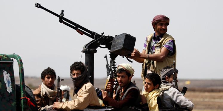 ايران تمد الحوثي بالصواريخ وتهدد باب المندب