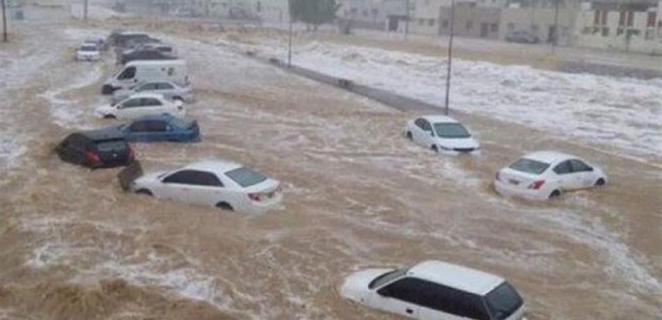 الفيضانات تجتاح دولة خليجية(الصور بالداخل)