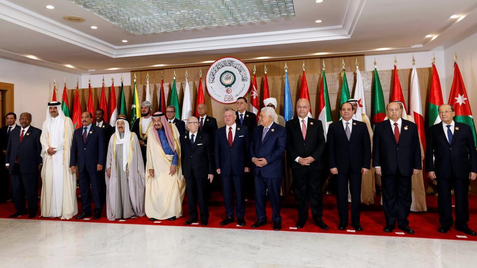 البيان الختامي لقمة تونس يرفض تدخلات إيران