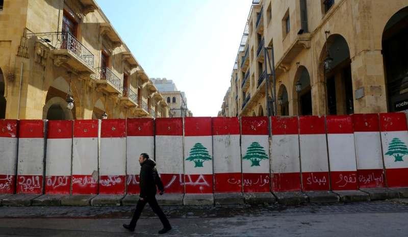 دولارات اللبنانيين تتبخّر