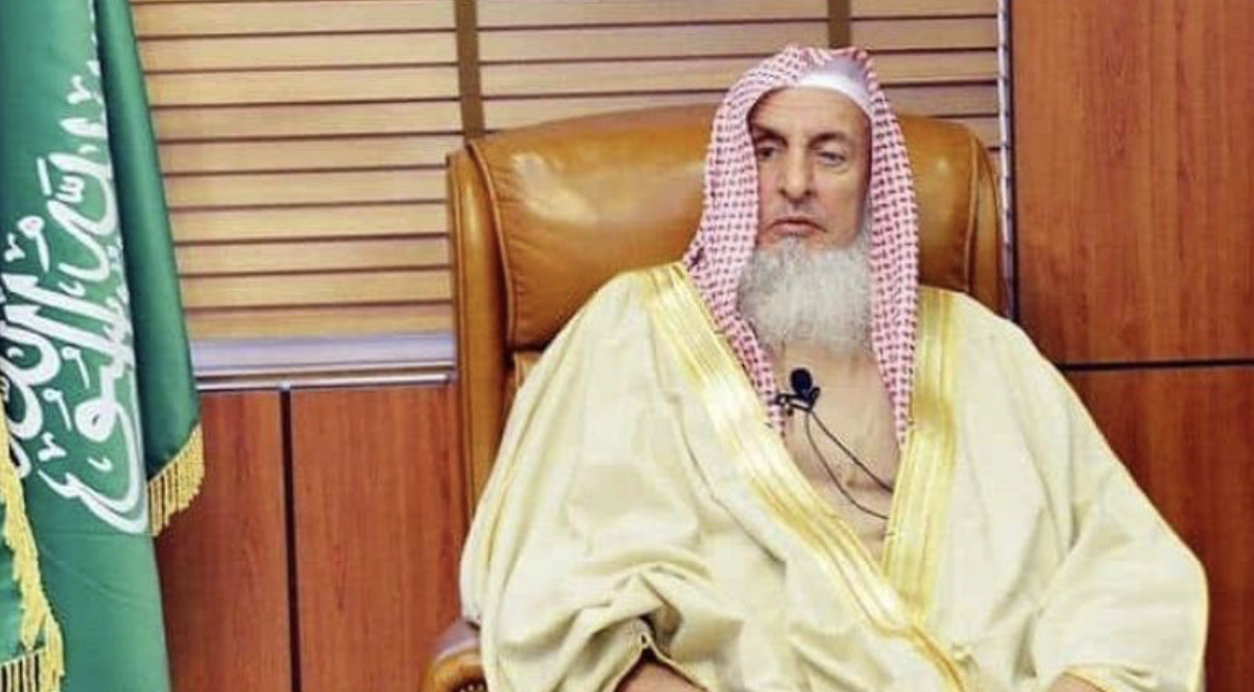 مفتي السعودية: صلاتا التراويح والعيد في...
