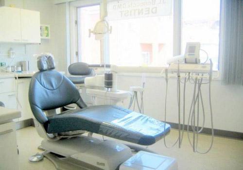 وزارة الصحة تقفل عيادة طب أسنان