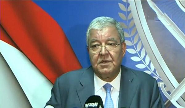 المشنوق: منح الجنسية للبعض مكسباً للبنان