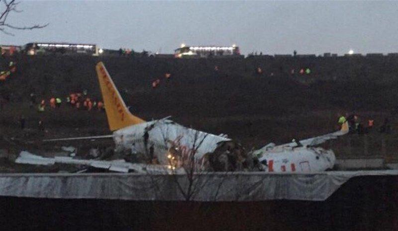 طائرة تنشطر إلى قسمين في تركيا