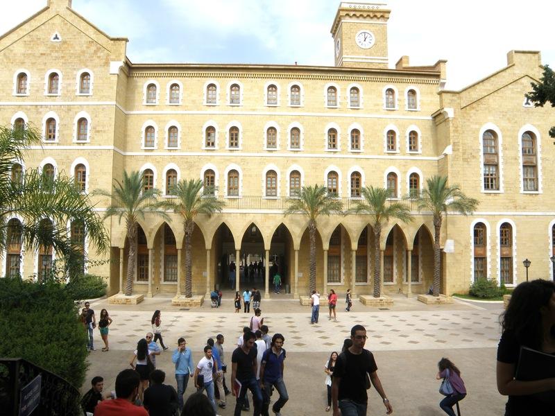 تمرد داخل الجامعة الأميركية في بيروت