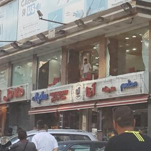 مسلح يطلق النار على مطعم في بيروت(الصور...