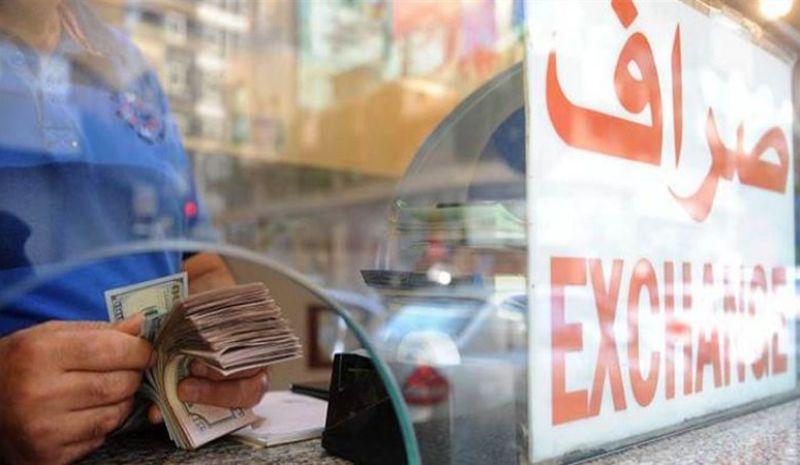 الدولار بـ2300 ليرة... والنقابة تعلن الإضراب