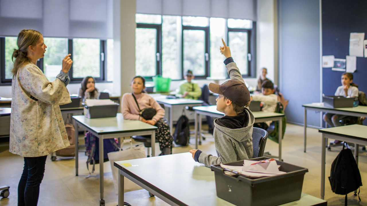 التدريس في السويد دون كمامات أو حجرٍ صحي...