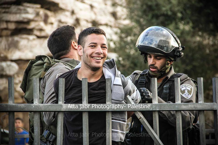 فلسطين: انتصار الابتسامة على السيف